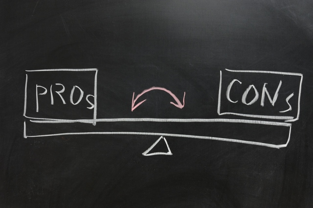 pros and cons graphic of a scale