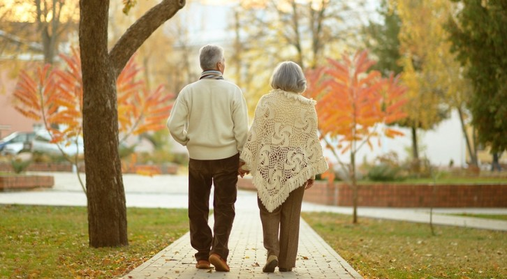 Older couple walking holding hands in the fall long-term care average stay