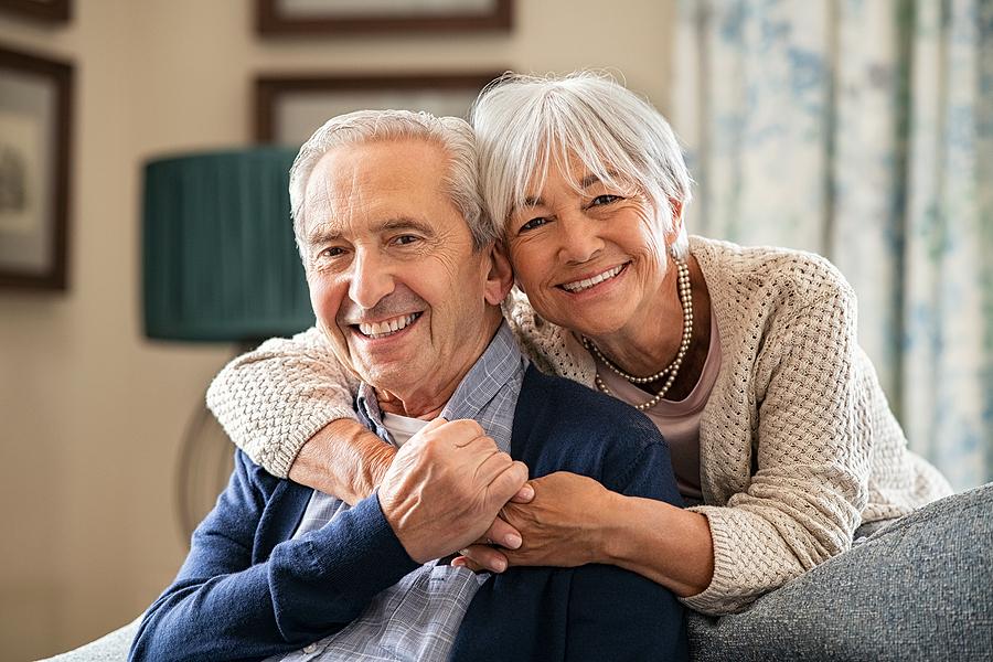 choosing the right retirement community senior couple in living room